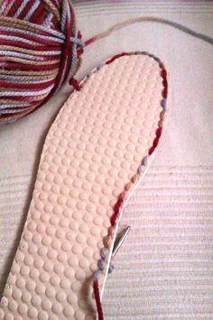 Ideas que mejoran tu vida Booties Crochet, Crochet Sole, Crochet Boot Cuffs, Crochet Shoes Pattern, Crochet Diy, Shoe Pattern, Freeform Crochet, Crochet Slippers, Crochet Stitches