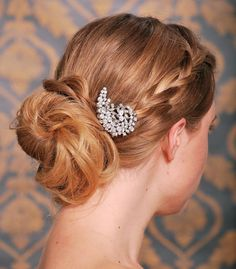 Crystal Hair Clip, Rhinestone Bridal Hair comb Vintage Hair Brooch Wedding Jewel Comb Classic Wedding Hair Accessories - Ready to Ship. $27.95, via Etsy.