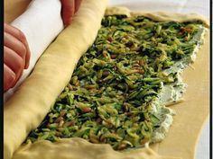 Strudel di zucchine, ricotta e basilico: Scopri come preparare questa deliziosa ricetta. Facile, gustosa e adatta ad ogni occasione. Questo torte salate e souffle' ha un tempo di preparazione di 1 ora 5 minuti.