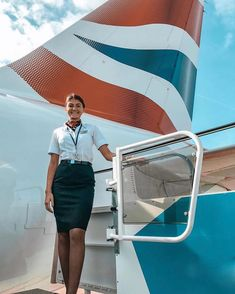 Flight Girls, Airline Uniforms, Daily Exercise Routines, Beautiful Wife, Power Girl, Flight Attendant, School Uniform, British Airways Cabin Crew, High Waisted Skirt