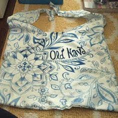Light Old Navy tote. Very light tote. Good for a beach bag. Old navy. Never used it, so in good condition.. Has an arm strap. Perfect for caring over the shoulder. Old Navy Bags Totes