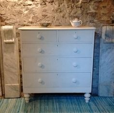 Beautiful antique chest of drawers, cream chalk paint. Courier / collect welcome