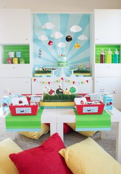 Angry Birds Toons Party Setup by Anders Ruff with FREE Printable party invitation and decor! #angrybirds #andersruff