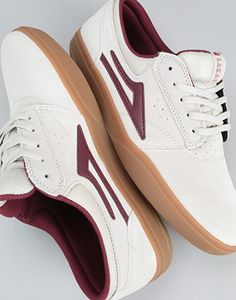 The Lakai Griffin XLX has become a true skater's classic, and this Stone Suede is one of the best looking ones yet. The upper features the ever present clean toe box built with a seamless vamp and perforated detail, to stop that sweaty sock feel that we all hate! The hidden midsole adds a layer of knee comforting shock absorption, while the distinct tongue branding finishes off the simple detailing. Detailing from the Lakai flash on the side and the pull tab on the tongue, this shoe is ve...