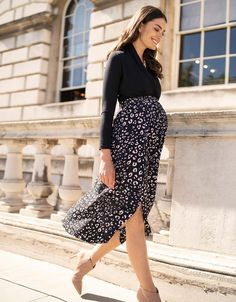 A sophisticated take on this season's love of leopard print, our Animal Print Maternity Midi Skirt is a real statement piece. Maternity Maxi Skirts, Maternity Work Clothes, Maternity Nursing Dress, Stylish Maternity, Maternity Wear, Maternity Fashion, Maternity Style, Black Skirt Outfits, Maxi Skirt Outfits
