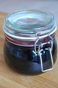 Cirkusvillan: Svartvinbärsgele Coffee Cans, Preserves, Pickles, Drinks, Food, Garden, Meals, Drinking, Meal
