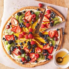 These berry-topped dessert pizzas are calling your name! A quick dollop of cream cheese frosting on a freshly baked sugar cookie, plus a few of your favorite berries, makes these mini pizzas completely irresistible. Fruit Pizza Cups, Fruit Pizza Frosting, Fruit Pizzas, Fruit Tart, Healthy Recipes, Pizza Recipes, Cooking Recipes, Healthy Foods, The Menu