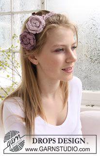"""Banda para el cabello DROPS con flores, en ganchillo / crochet, en """"Cotton Viscose"""". Diseño DROPS: Patrón No. N-117 ~ DROPS Design"""