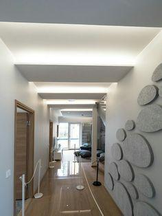 Modern hallway with indirect lighting design - elegant and bright glow! Blitz Design, Modern Hallway, Indirect Lighting, Living Room Lighting, Lighting Design, Lighting Ideas, Oversized Mirror, New Homes, Bright