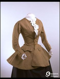 Women's riding coat of worsted and lined with linen and silk, England, 1750s. Courtesy Victoria and Albert Museum, all rights reserved