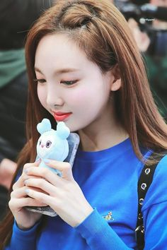 Twice-Nayeon 190311 Gimpo Airport from Japan Kpop Girl Groups, Korean Girl Groups, Kpop Girls, Twice Jyp, Twice Once, The Band, Kim Jennie, Extended Play, Twice Korean