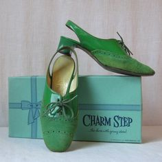 Mod Shoes Lime Green Shoes Sixties Shoes by ultravioletvintage Lime Green Shoes, Blue In Green, Hot Pink Shoes, Kelly Green, 60s Shoes, Inside Shoes, 5 Inch Heels, Green Fashion, Vintage Handbags