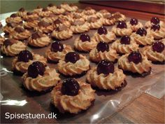 kransekage-6 Christmas Treats, Christmas Cookies, Danish Food, Scandinavian Christmas, Marzipan, Mini Cupcakes, Lchf, Just Desserts, Baked Goods