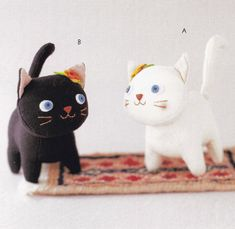 Cat Crafts- Free Kitty Felt Plush Pattern--- I like the black kitty with the halloween-colored head piece Softies, Sewing Toys, Sewing Crafts, Sewing Projects, Chi Le Chat, Japanese Sewing Patterns, Stoff Design, Plushie Patterns, Cat Doll