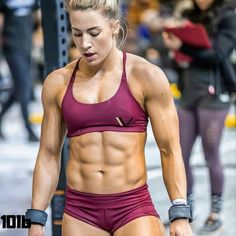 Pain is weakness leaving the body👍 ____ Follow 👉 @10lbsport Credi Female Crossfit Athletes, Crossfit Photography, Crossfit Gym, Crossfit Chicks, Crossfit Women, Muscular Women, Muscle Girls, Personal Trainer, Gym Workouts