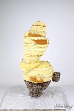 Tutorial für eine stehende 3D Olaf Torte mit Schritt-für-Schritt Fotos Candy Melts, Rice Krispies, Bolo Olaf, 3d Cake Tutorial, Cake Structure, Gravity Cake, Cake Hacks, Cute Birthday Cakes, Disney Snacks