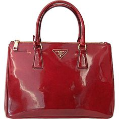 Prada handbags Fall/Winter 2012/2013. Prada you make me swoon :) https://www.youtube.com/watch?v=IeMDwsoJV38