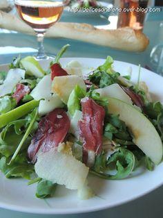 Une salade pleine de fraîcheur... Si si, je vous rappelle qu'on est en été! Pour 8 personnes 2 salades romaines (ou tout autre type de salade) 300g de magrets de canars fumé en tranches 2 pommes 200g de tome de brebis 4 cuil. à soupe d'huile d'olive 1,5...