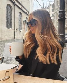 The Latest Collection Of Colors And Styles For Long Wavy Hair - Page 10 of 14 - Vida Joven Brown Blonde Hair, Brunette Hair, Medium Blonde, Brunette Color, Golden Blonde, Looks Pinterest, Medium Hair Styles, Long Hair Styles, Ombré Hair