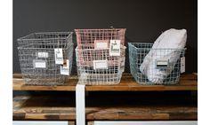 Deze draadmand van Kids Depot kunt u zowel in de baby- als kinderkamer gebruiken. Ideaal om spulletjes in te bewaren of voor de sier. Verkrijgbaar in 5 hippe kleuren: roze, blauw, wit, grijs en mint. Ook mooi te combineren met de andere artikelen uit deze serie. - WinjeWanje Interieurs Leeuwarden