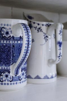 Blue pattern on porcelain mugs Blue And White China, Blue China, Love Blue, Dark Blue, Royal Copenhagen, Vintage Dishes, Vintage China, Blue Dinnerware, Country Blue