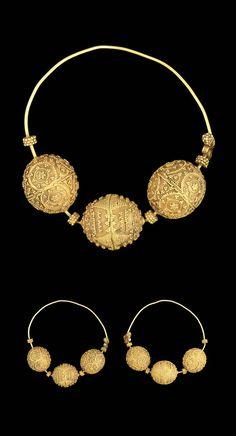 Persia | Pair of Seljuk earrings; gold, filigree | ca. 12th century | 5'000£…