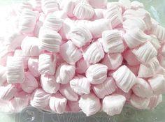 #balas de coco caseiras coloridas para seu tema de festa.   #deliciosas #macias #saborosas
