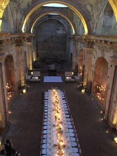 Una cena de boda elegante y preciosa en las Ruinas de Santa Clara de Antigua Guatemala por Wala Events!!!