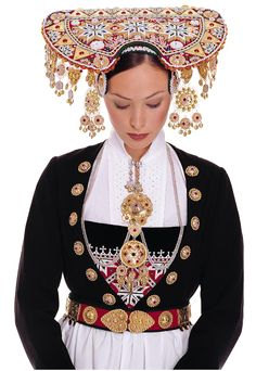 For centuries, it has been a tradition for Norwegian Brides to wear a Crown on their wedding day: The Bridal Crown Tradition never died, although the wearing of traditional folk costumes called … Traditional Fashion, Traditional Dresses, Traditional Wedding, Costume Ethnique, Norwegian Wedding, Ethnic Dress, Bridal Crown, Folk Costume, People Of The World