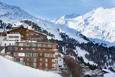Das 4*S Hotel Bergwelt in Obergurgl, Tirol wird durch seine Lage an der Skipiste auf fast 2.000 Metern – bei Schneesicherheit von Mitte November bis Anfang Mai - seinem Namen mehr als gerecht. Hotel Berg, Das Hotel, Mai, Mount Everest, November, Mountains, Nature, Travel, Ski Trips