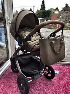 .. Kipling Bags, Pregnancy Looks, Stylish Boys, Girl Bottoms, Hobo Bag, Bucket Bag, Bag Accessories, Leather Bag, Baby Strollers