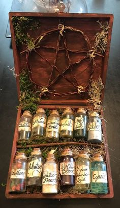 Witch's potion kit. Shadow's Gate Haunt – moderne hexe – Witch's potion kit. Shadow's Gate Haunt – moderne hexe – Witch's potion kit. Shadow's Gate Haunt – moderne. Fall Halloween, Halloween Crafts, Halloween Decorations, Just Add Magic, Witch Potion, Wiccan Decor, Witch Herbs, Baby Witch, Witch Aesthetic