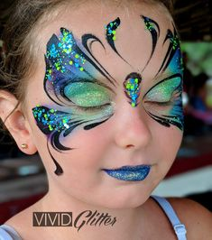 Simple face painting designs are not hard. Many people think that in order to have a great face painting creation, they have to use complex designs, rather then simple face painting designs. Face Painting Tutorials, Face Painting Designs, Paint Designs, Butterfly Face Paint, Butterfly Makeup, Adult Face Painting, Painting For Kids, Kids Makeup, Makeup Art