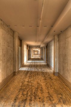 Empty Hallway 3rd floor of the Belleview-Biltmore Hotel and Spa is situated along the eastern shores of Old Clearwater Bay.  The hotel was built in 1897 by railroad tycoon Henry B. Plant and was added to the U.S. National Register of Historic Places on December 26, 1979. Photo: edgewatermedia.wordpress.com