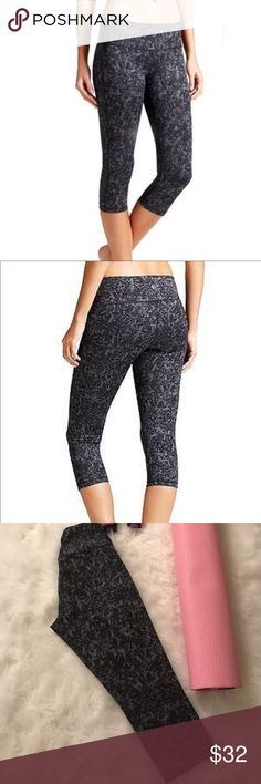 Athleta Chaturanga Capri Workout Pants Athleta Chaturanga Capri Workout Pants. Yoga and studio Capri pants. Made from signature soft, stretchy, wicking Pilate. Size Medium, good condition. See size chart for approx measurements. 71% Polyester 29% Lycra. Athleta Pants Capris