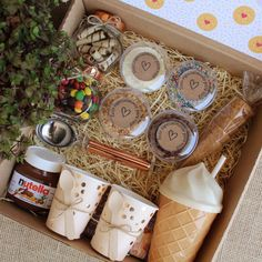 Christmas Gift Baskets, Christmas Eve Box, Homemade Christmas Gifts, Xmas Gifts, Diy Birthday Gifts For Friends, Bff Gifts, Cadeau Client, Picnic Box, Wine Gift Baskets
