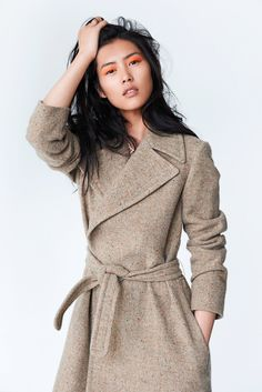 beige coat with orange eyeshadow - awesome! Liu Wen Covers Sunday Times Styles Anniversary Issue by Eric Guillemain Liu Wen, Look Fashion, Fashion Show, Womens Fashion, Xiao Li, Christophe Lemaire, Street Style, Congo, Mode Inspiration