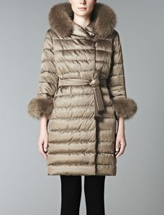 Love at first sight with this Max mara coat (Style: Max mara coat- The Cube- fox fur hood trim & fox fur cuffs )