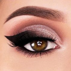 Bold Smokey Eyeliner Style ★ Simple winged eyeliner styles for bi. - - Bold Smokey Eyeliner Style ★ Simple winged eyeliner styles for big eyes effect. Try different and unique everyday techniques: from natura. Smokey Eyeliner, Smokey Eyes, Smoky Eye Makeup, Natural Eye Makeup, Eye Makeup Tips, Eyeshadow Makeup, Makeup Ideas, Makeup Geek, Makeup Products