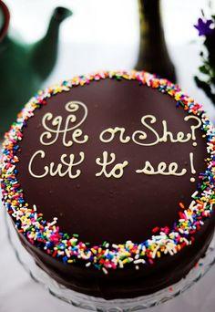 Een jongetje of een meisje? Je ziet het zodra de taart aangesneden wordt!