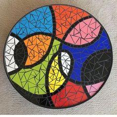 No photo description available. Mosaic Tile Designs, Mosaic Tile Art, Mosaic Diy, Mosaic Garden, Mosaic Patterns, Mosaic Glass, Abstract Pattern, Mosaics, Tile Crafts