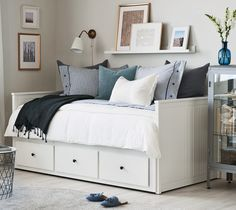 A bright spare bedroom with a HEMNES daybed that has 3 drawers