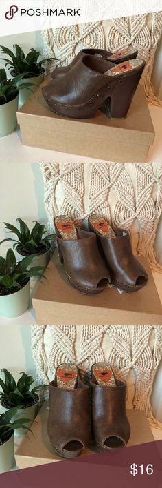 NWOB! Rocket Dog peep toe clogs, 6 Never worn! Peep toe clogs with stud embellishments! Size 6 Rocket Dog Shoes Mules & Clogs