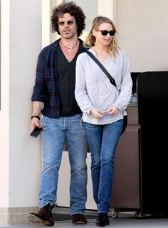 Renee Zellweger steps out to go to Lancer Dermatology with her boyfriend Doyle Bramhall II in Los Angeles, Calif.