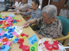 Art Activities For Seniors Products Ocean Activities, Elderly Activities, Senior Activities, Activities For Kids, Spring Activities, Recycled Crafts, Diy And Crafts, Diy For Kids, Crafts For Kids