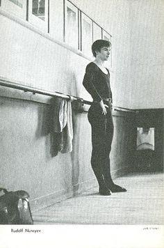 Репетиции. Сольные фотографии. Rudolf Nurejew, Vintage Ballet, Mikhail Baryshnikov, Nureyev, Ballet Beautiful, Lets Dance, Ballet Dancers, Vintage Photography, Photos