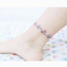 : Flower bracelet  꽃 발찌 . . #tattooistbanul #tattoo #tattooing #flower #flowertattoo  #bracelet #bracelettattoo #colortattoo…