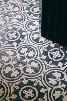 Pattern for the chicken coop Brick Flooring, Kitchen Flooring, Tiling, Mosaic Tiles, Boy Bath, House Tiles, Tile Patterns, Hallways, Tile Floor
