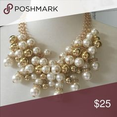 Pearl and gold necklace 2 broke girls Last one ❤️ Beautiful and gold necklace style 2 broke girls, real looker adopt Jewelry Necklaces