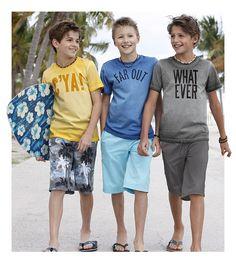 Cooles Basic-Shirt für warme Sommertage – besonderer Hingucker ist neben dem großen Front-Print der ausgefallene Washed-Look.